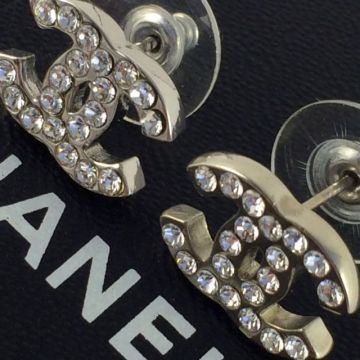 CHANEL A29400 SLIVER CRYSTAL PIERCING COSTUME EARRINGS